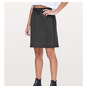 """Lululemon Start Anew Skirt 21"""" Size 8"""